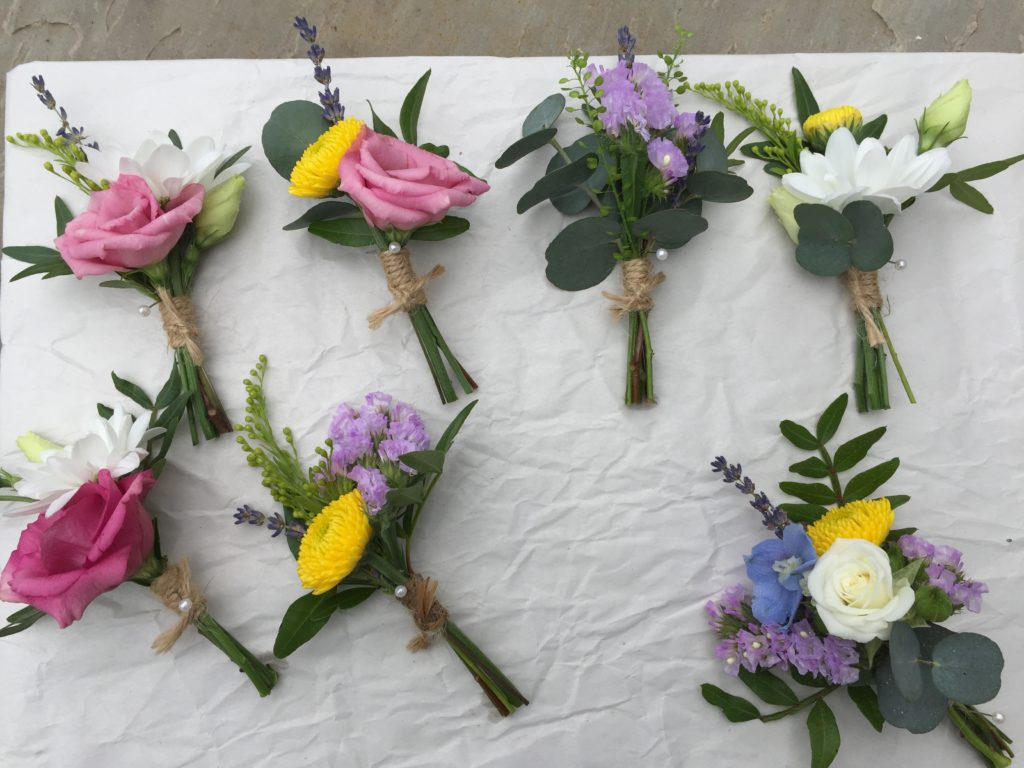 Colourful rustic buttonholes with twine
