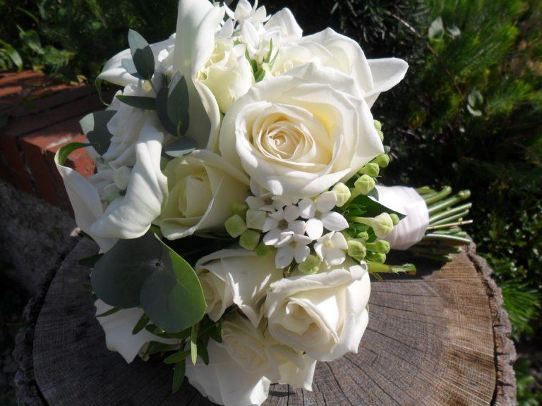White bouquet on a tree stump