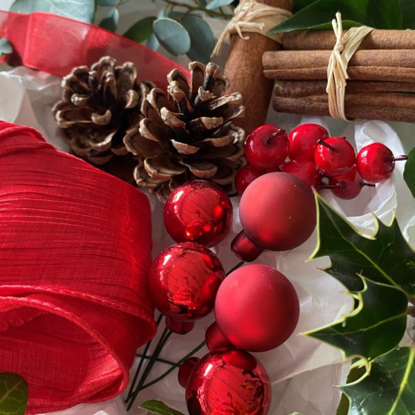 Red Christmas wreath kit decorations